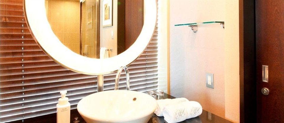 bathroom mirror sink Suite plumbing fixture