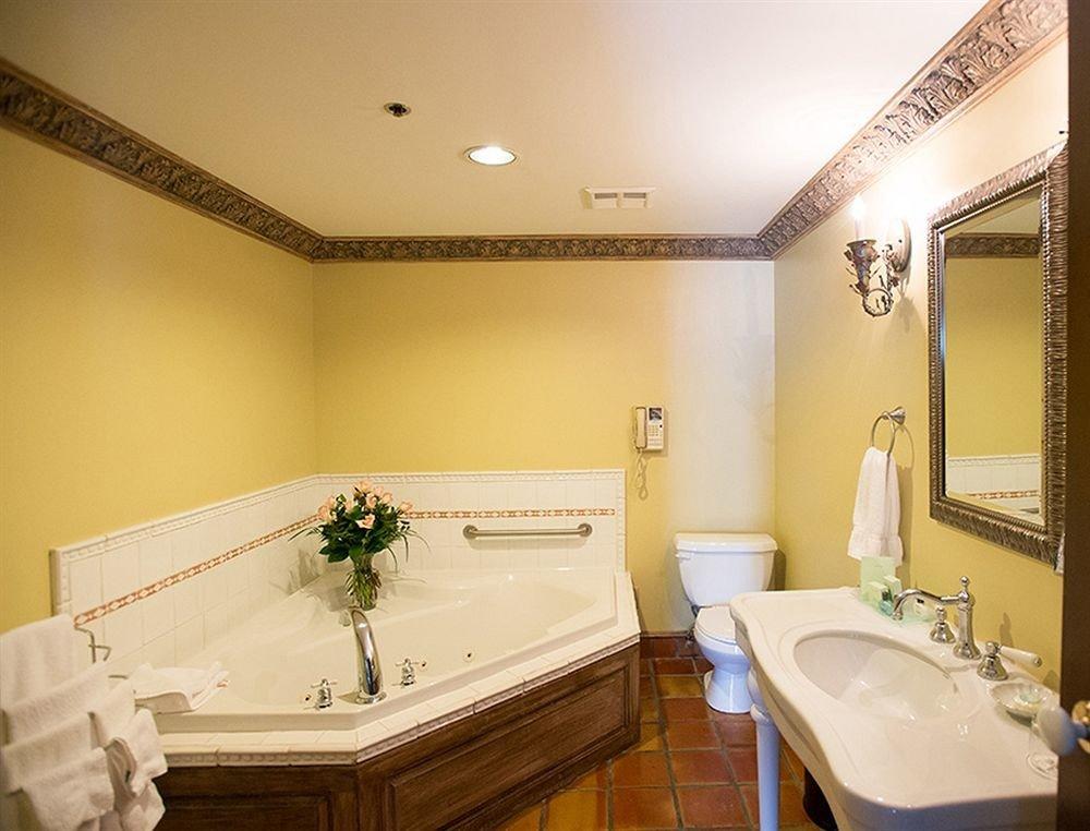 bathroom mirror property sink Suite swimming pool tan