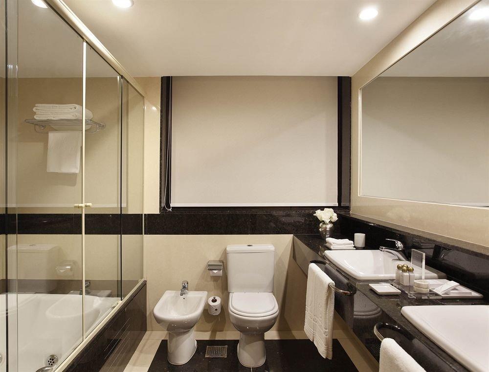 bathroom sink mirror property Suite toilet