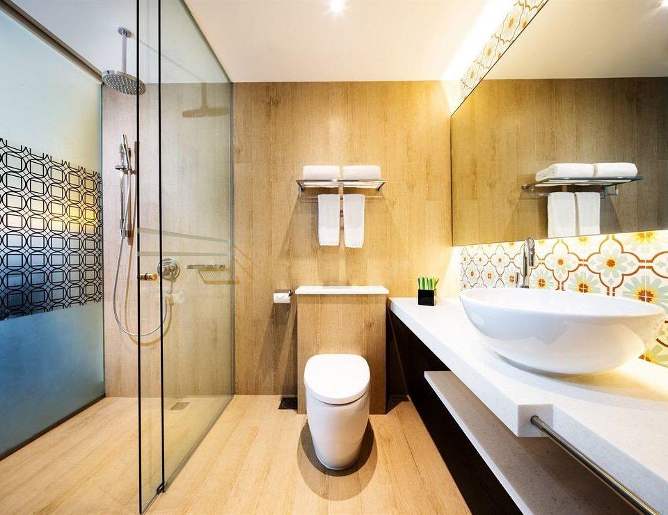 bathroom property Suite plumbing fixture