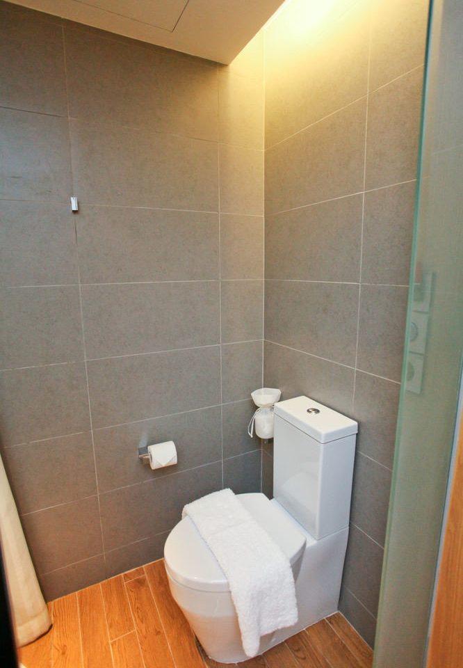 bathroom property toilet plumbing fixture public toilet Suite tiled