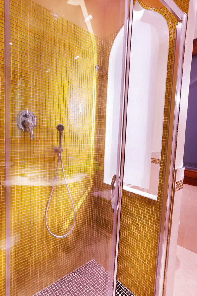 bathroom plumbing fixture Suite