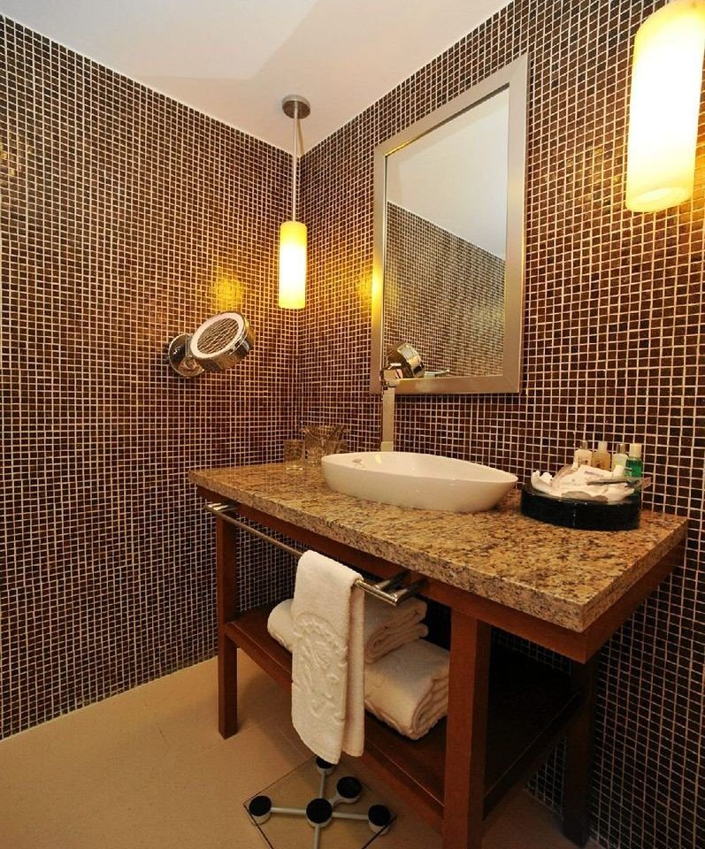 bathroom property Suite sink tiled
