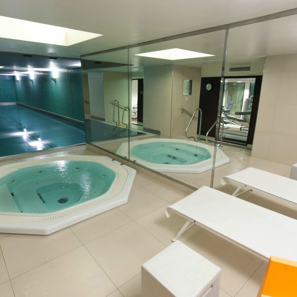 swimming pool property bathtub jacuzzi Suite