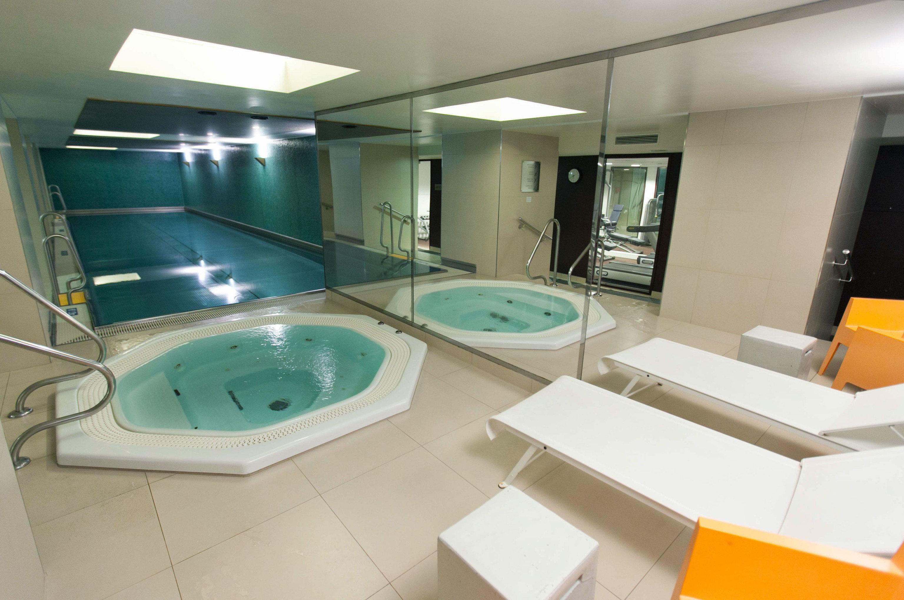 swimming pool property bathtub jacuzzi Suite