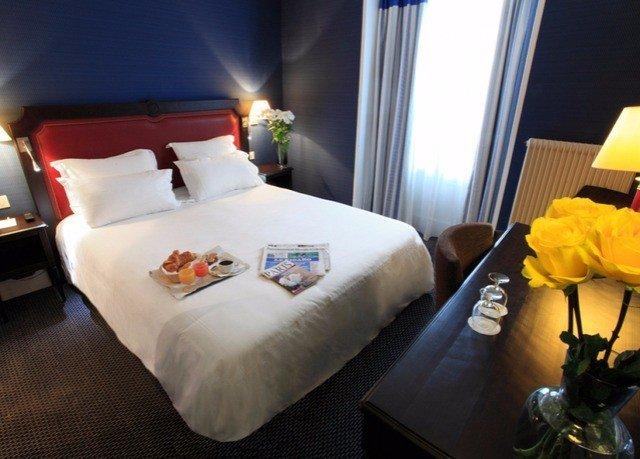 Suite bed sheet cottage