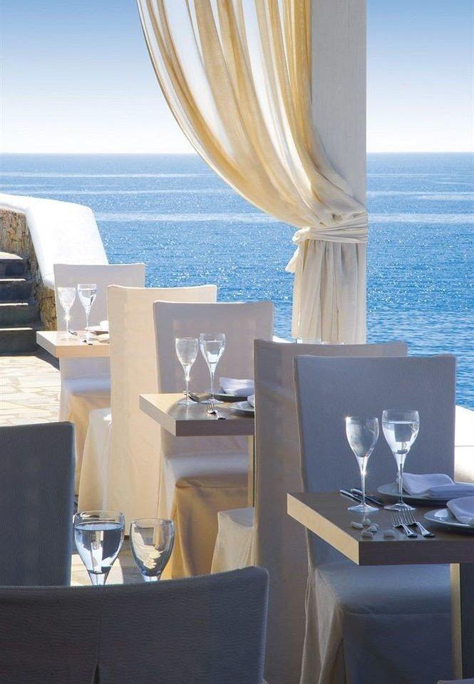 blue home yacht Suite restaurant living room