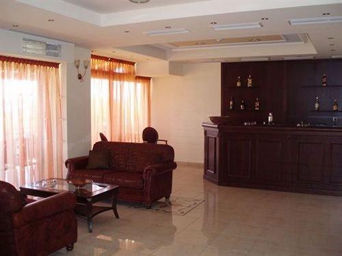 property building Suite living room recreation room condominium cottage hard