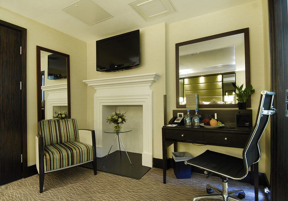property home living room condominium Suite cottage cabinetry