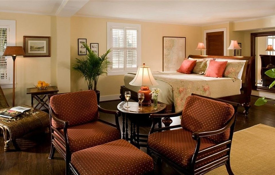 living room chair property Suite home condominium cottage