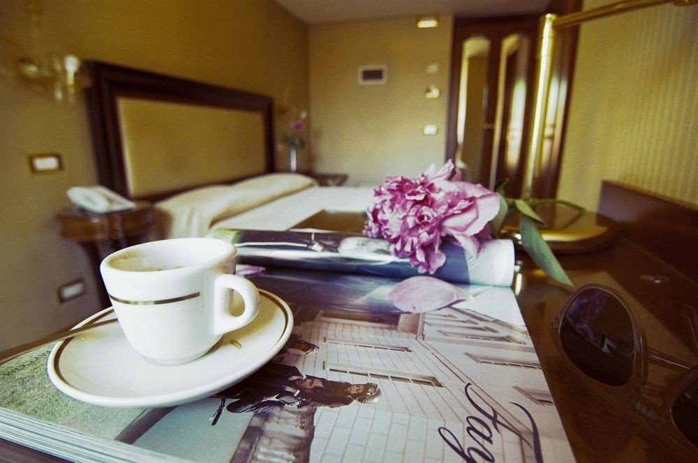 coffee Suite restaurant dining table cluttered