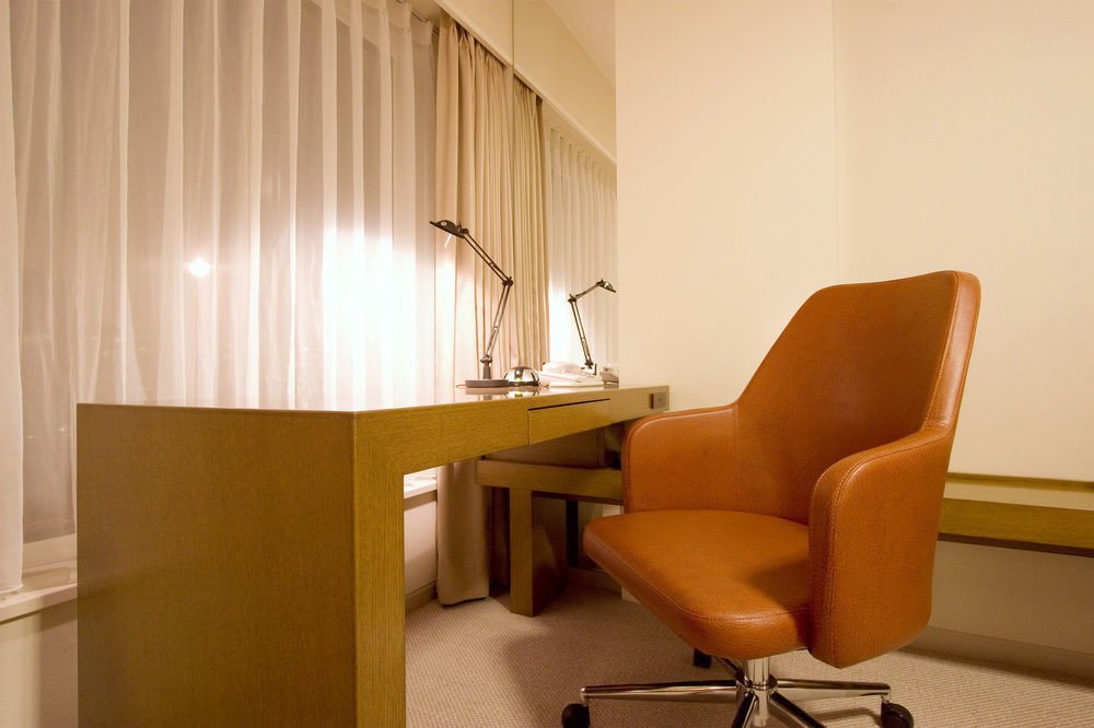 property waiting room Suite conference hall living room condominium