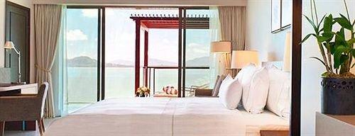 property Suite home cottage condominium door curtain living room