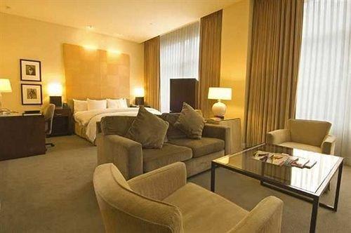 sofa property Suite condominium living room cottage flat