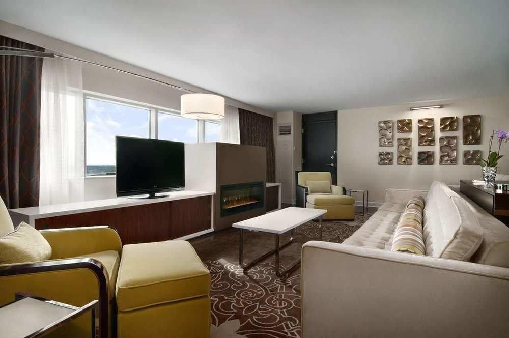 sofa property living room condominium home Suite cottage flat