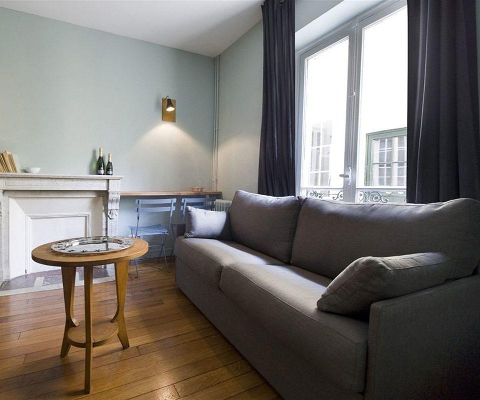 sofa property living room condominium home hardwood cottage Suite nice flat
