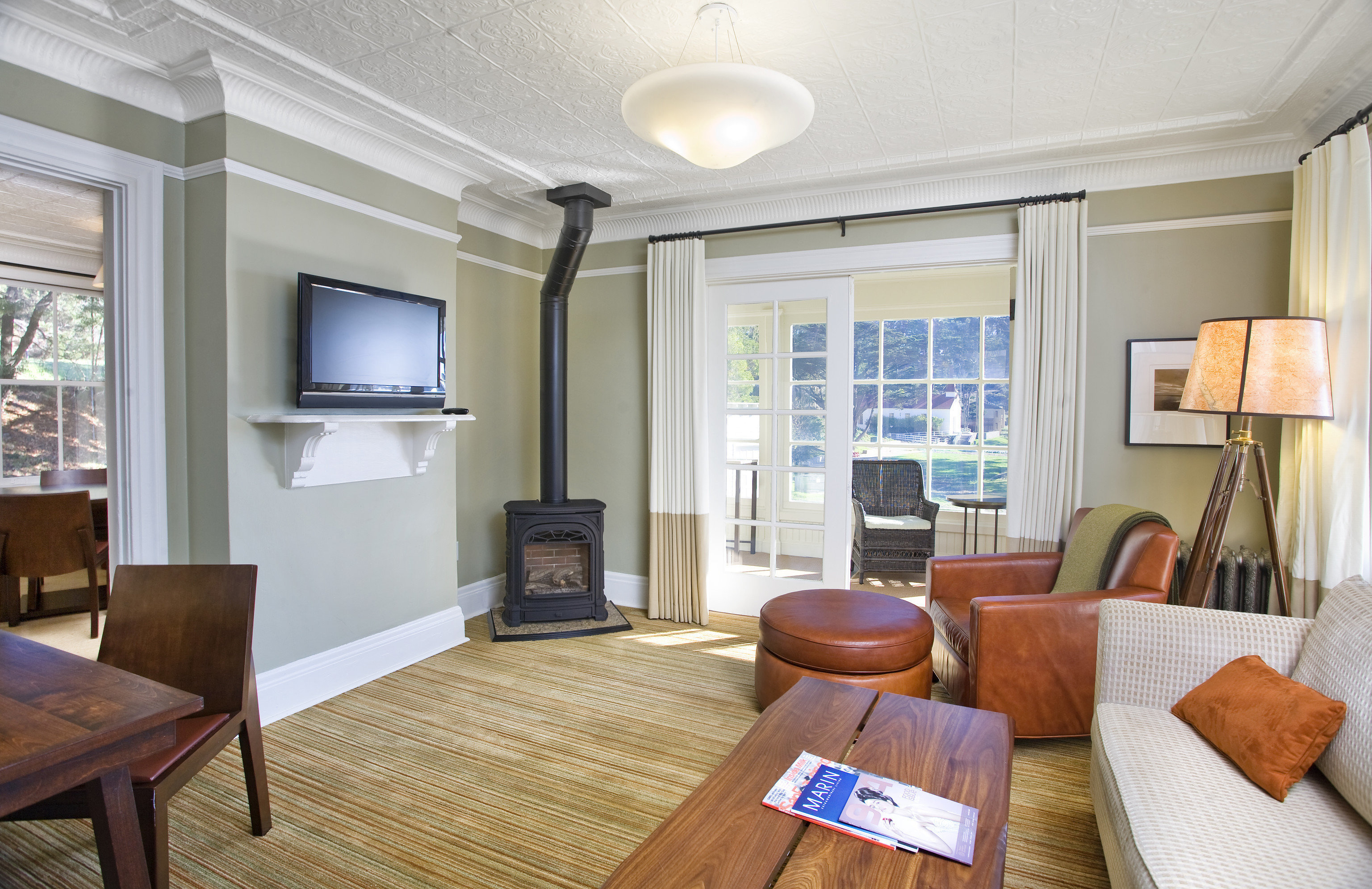 property living room home condominium hardwood cottage Suite