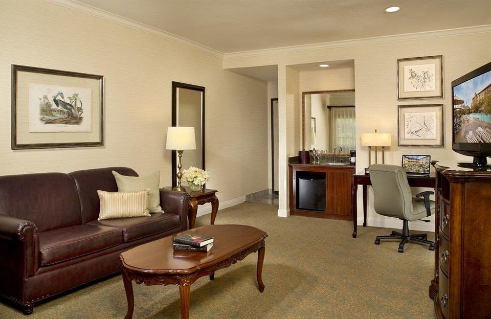 sofa property living room home Suite condominium hardwood cottage