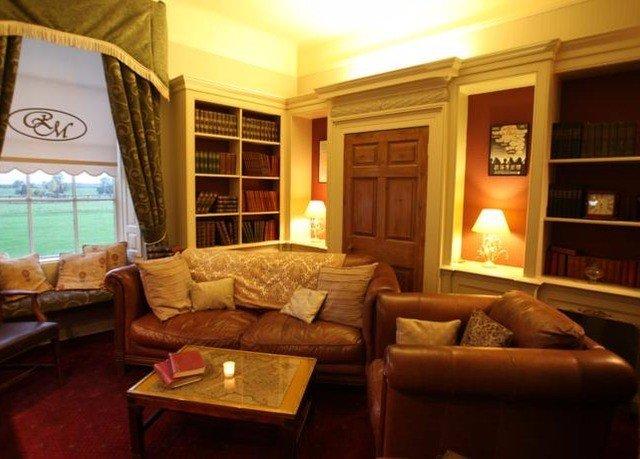 sofa property living room home Suite cottage recreation room condominium