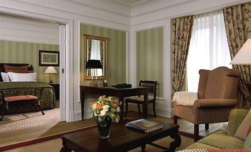 sofa property living room Suite condominium home cottage leather