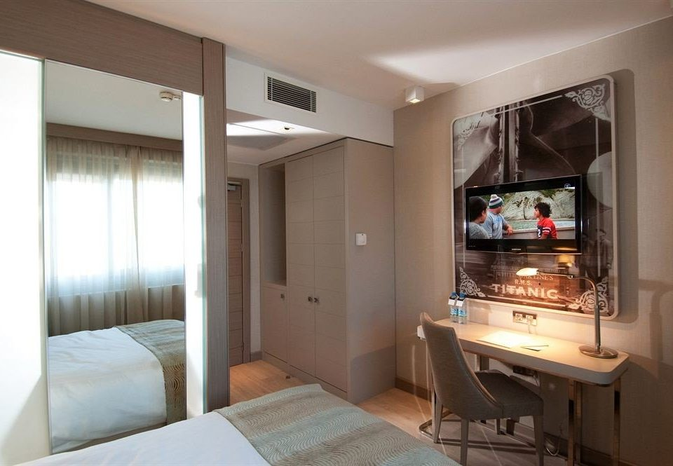 property home Suite cottage condominium living room