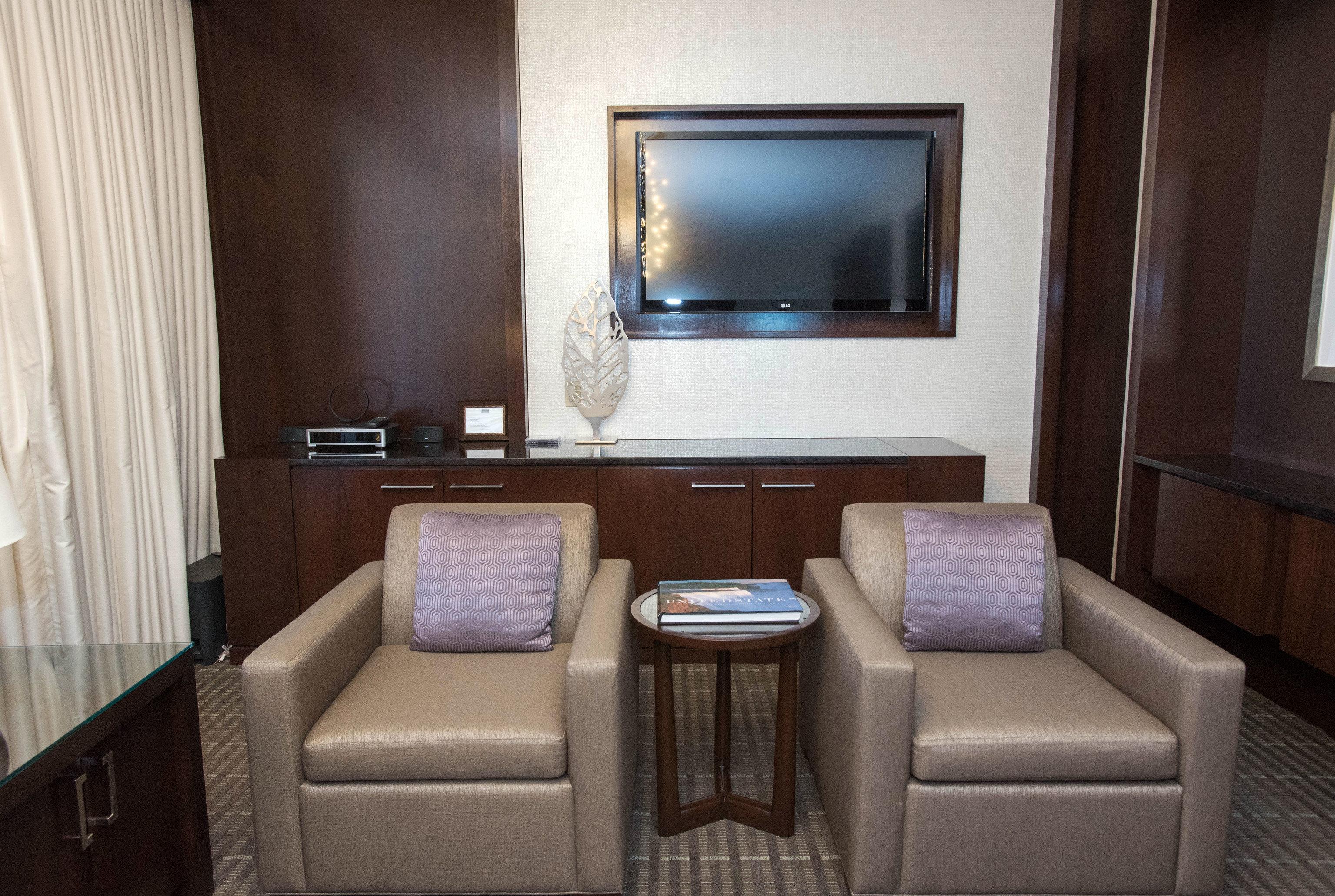 property Suite home living room vehicle condominium cottage