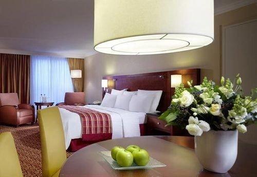 property Suite living room condominium cottage