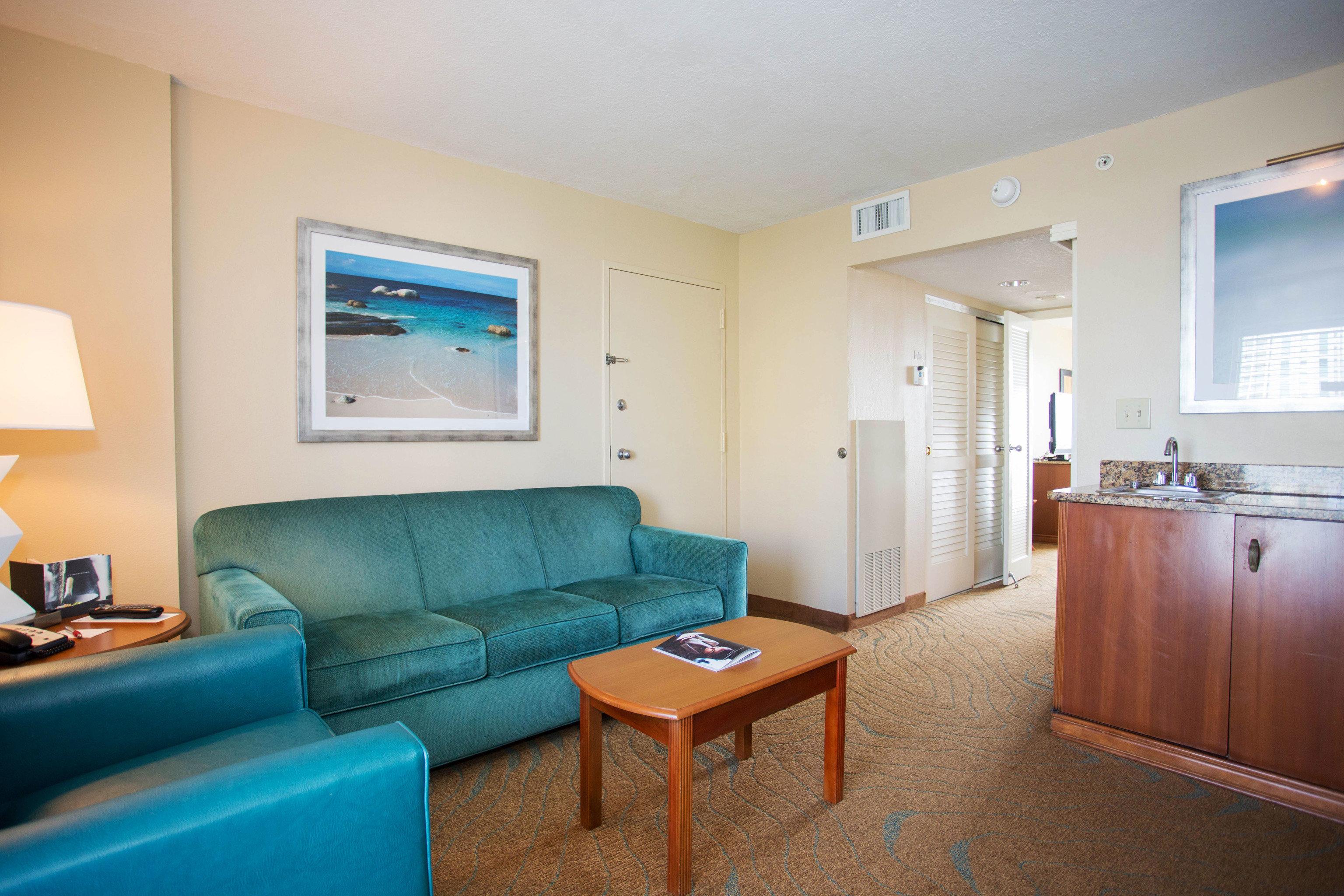 sofa property Suite condominium cottage living room