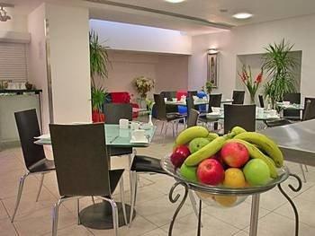 property living room condominium waiting room Suite dining table