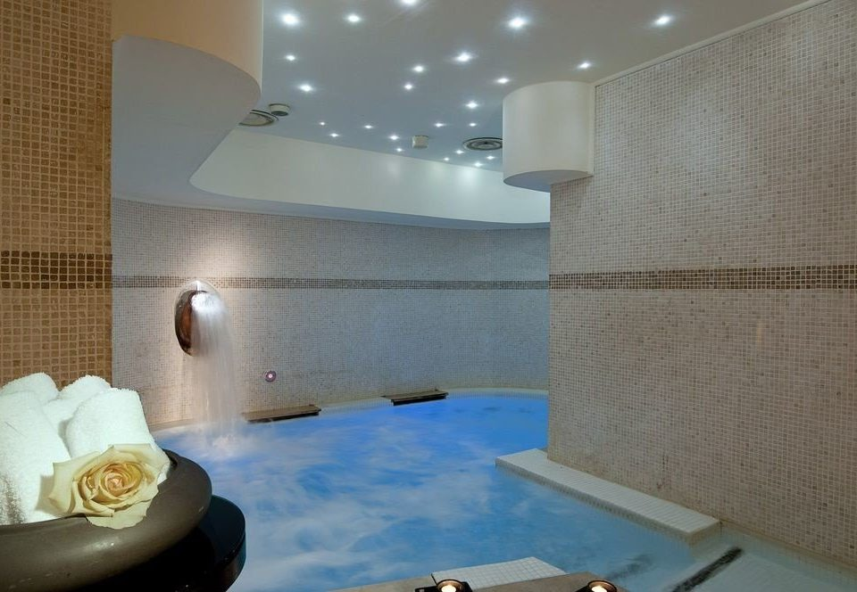 property swimming pool Suite jacuzzi condominium