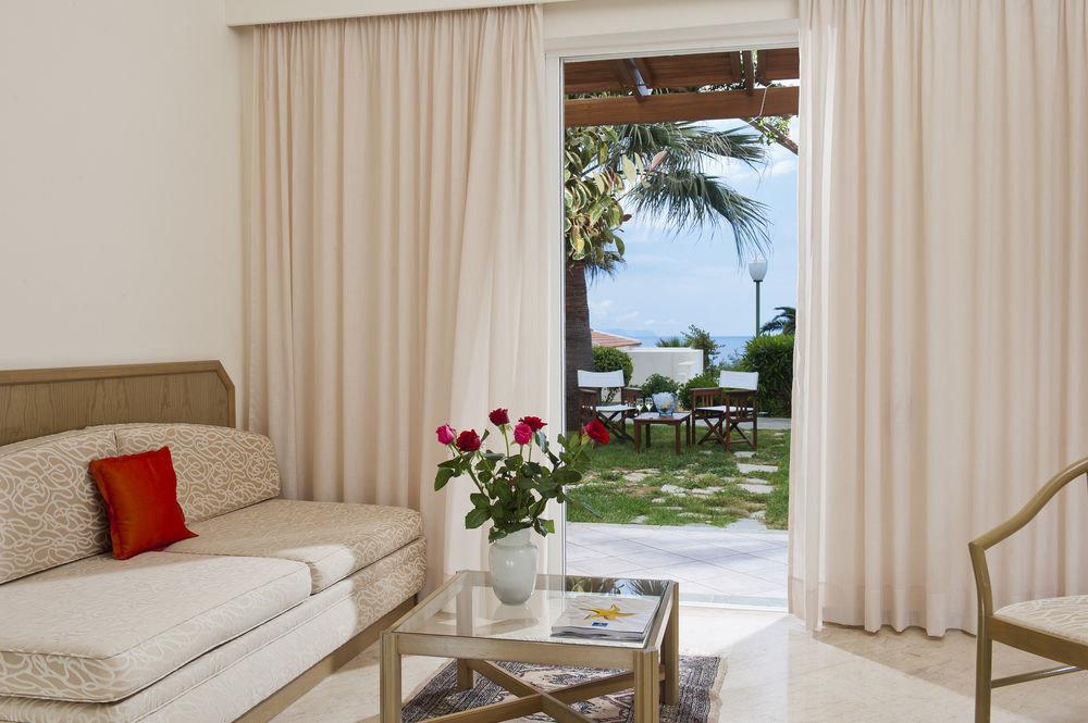 curtain property living room home Suite cottage window treatment textile