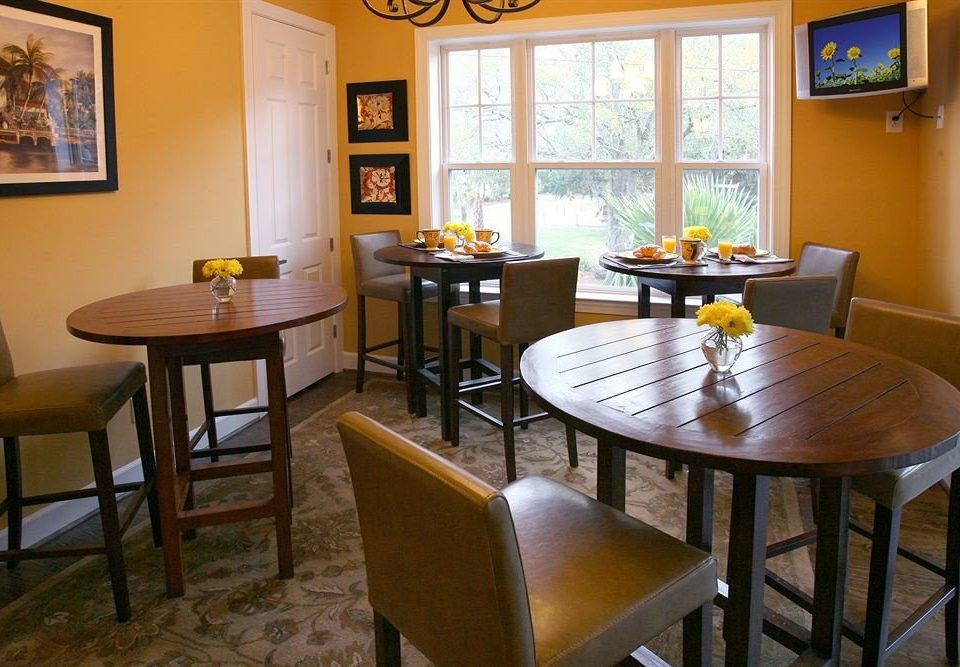 property home restaurant cottage Suite dining table