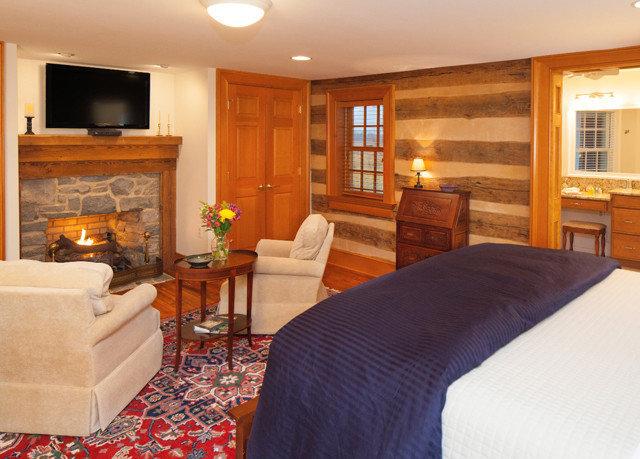property Suite home cottage hardwood living room