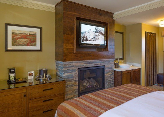 property cottage home hardwood living room Suite
