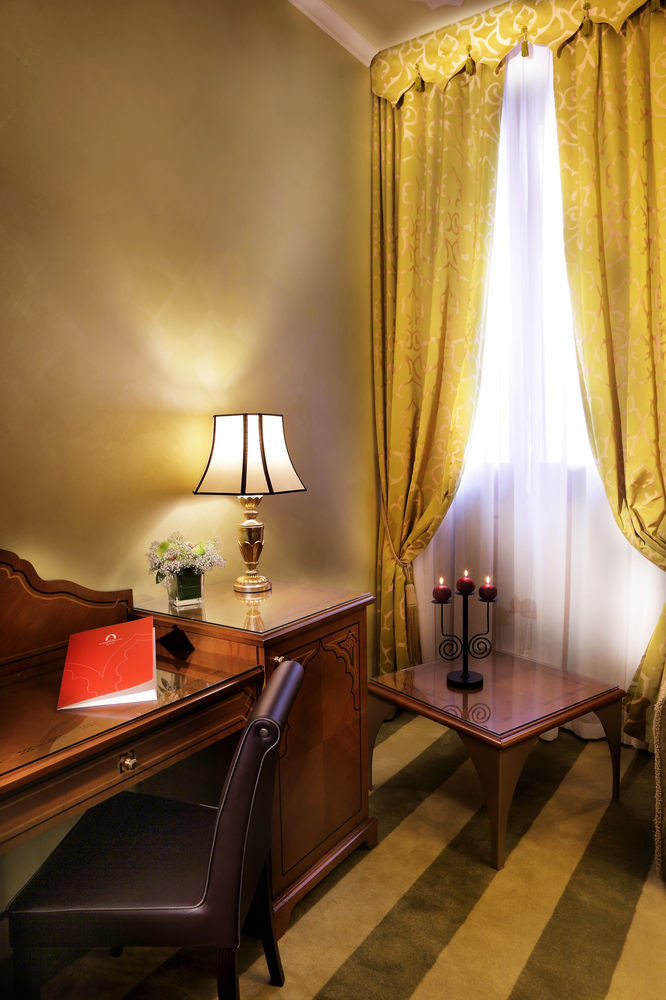 Suite curtain window treatment living room textile