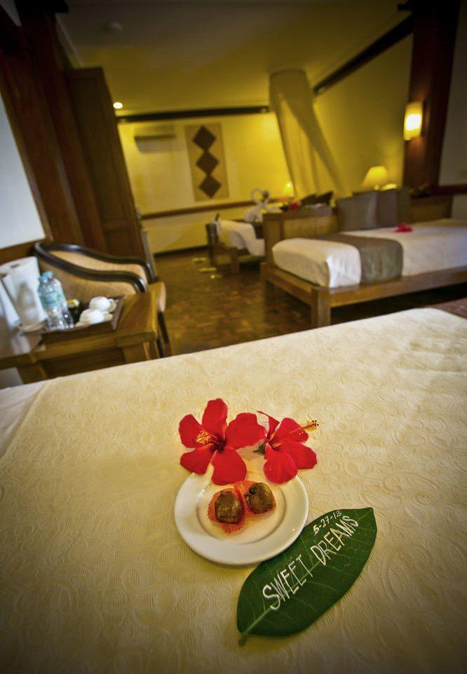 red restaurant Suite flower