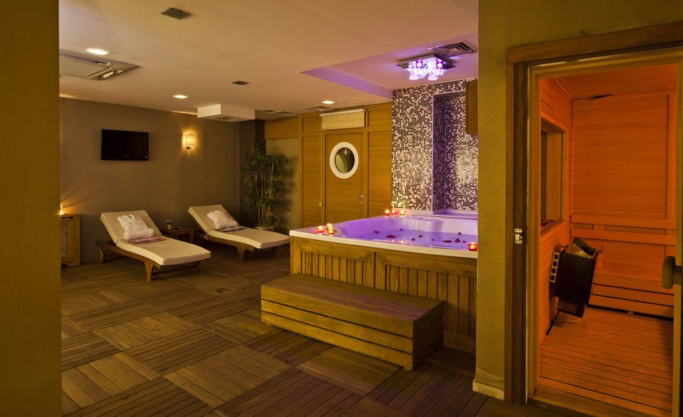 property swimming pool home recreation room Suite