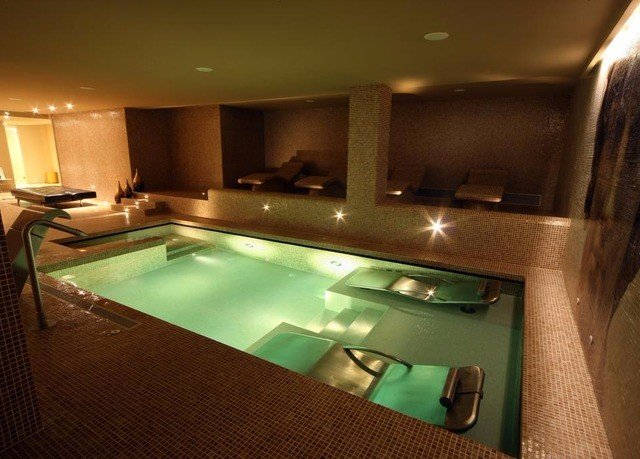 swimming pool property jacuzzi Suite recreation room