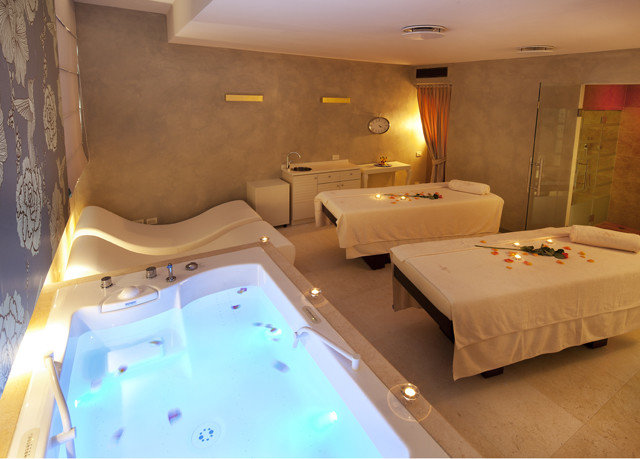 swimming pool property jacuzzi Suite