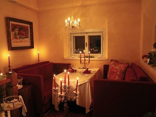 restaurant lit Suite lamp night