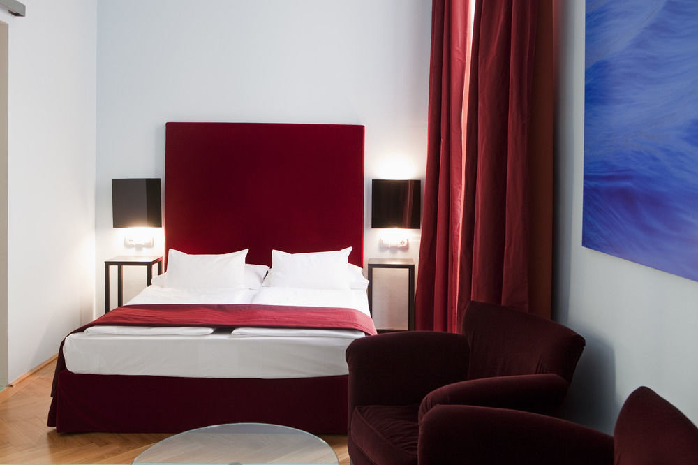 sofa red property Suite
