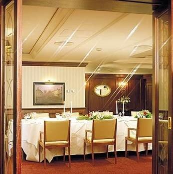 property Suite yacht restaurant