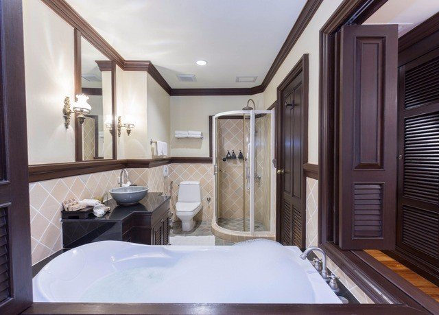 bathroom property Suite sink home swimming pool cottage mansion condominium Villa tub bathtub