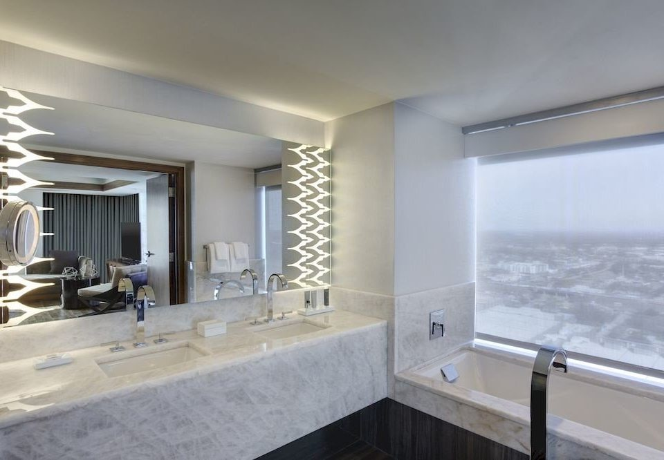 bathroom property condominium swimming pool home sink bathtub Suite daylighting Villa tub