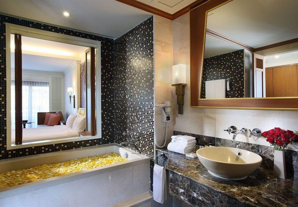 bathroom property Suite sink home counter condominium mansion Villa tub