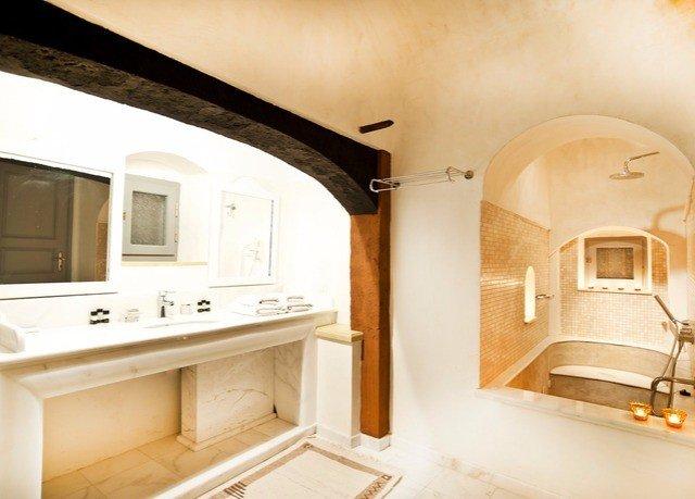 property home cottage Suite Villa mansion farmhouse bathroom tub kitchen appliance