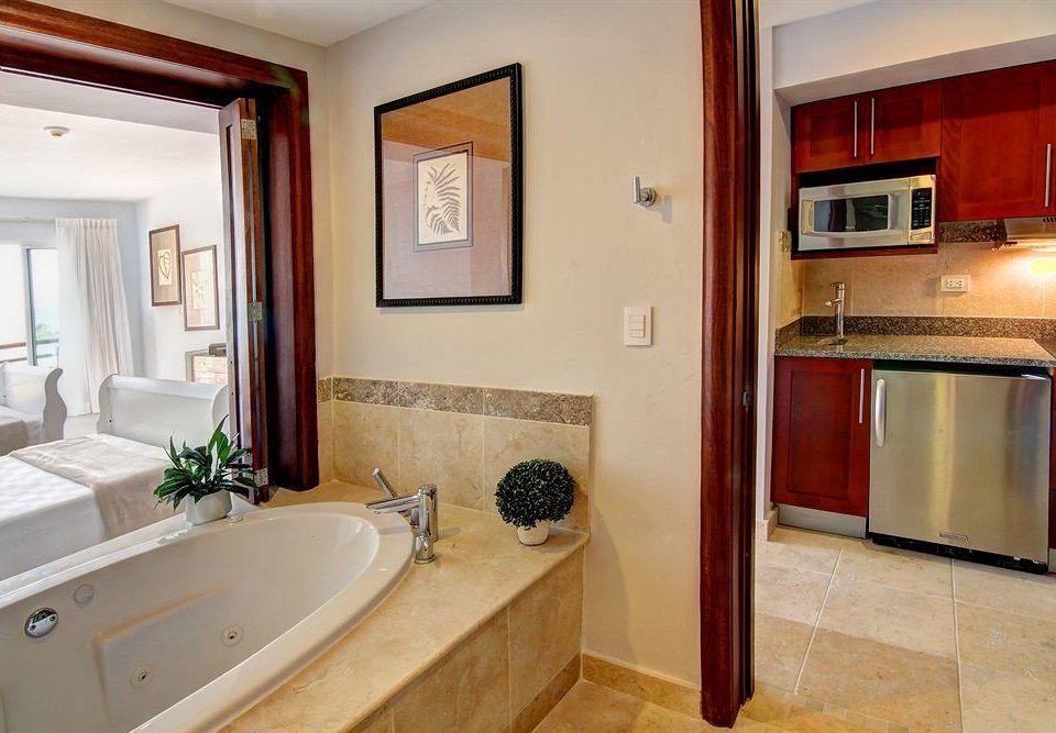 bathroom property sink home house Suite cottage Villa tub tile