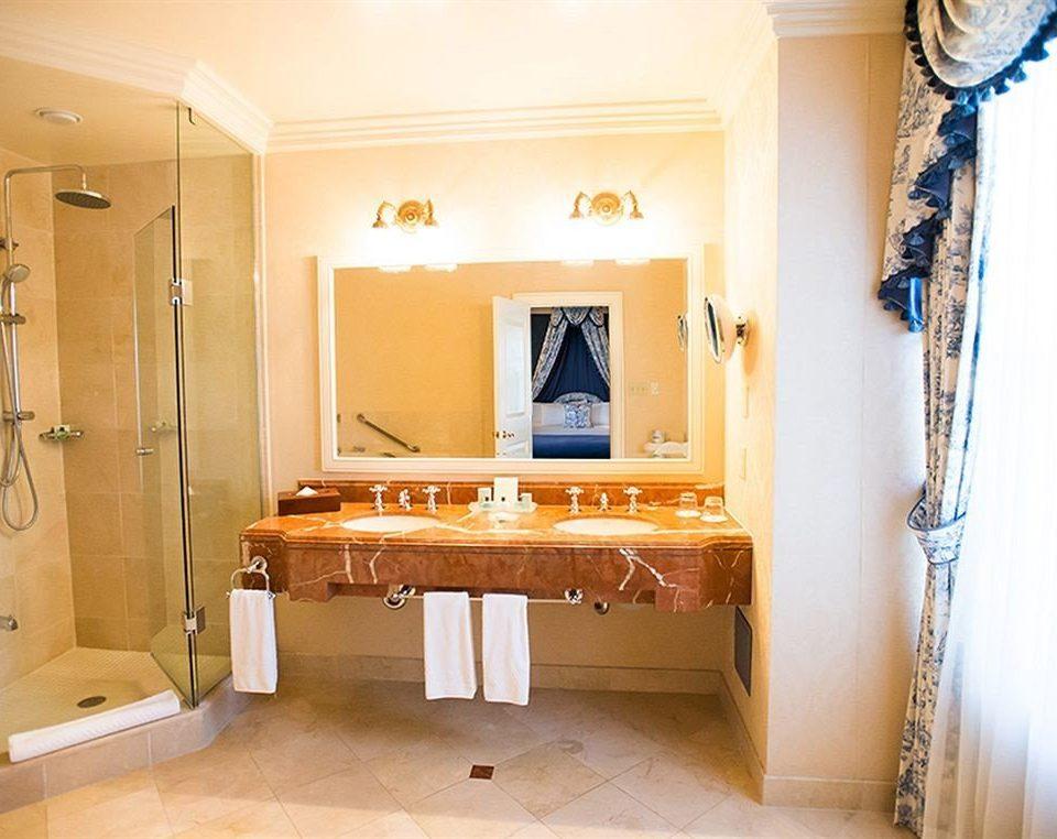 property home hardwood living room cottage bathroom Suite mansion farmhouse flooring Villa