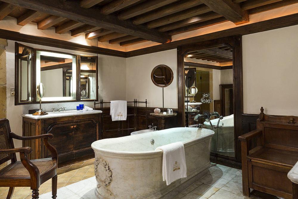 property home Suite cottage bathroom farmhouse Villa mansion