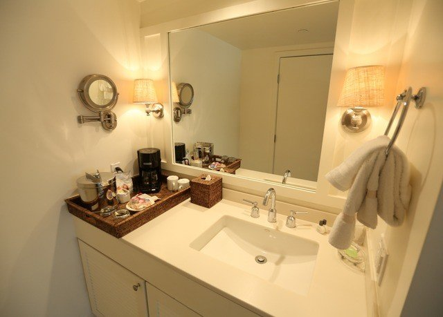 bathroom sink property home cottage toilet Villa Suite tan